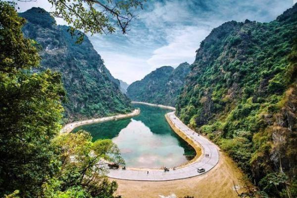 động am tiêm top 10 địa điểm du lịch ninh bình đẹp